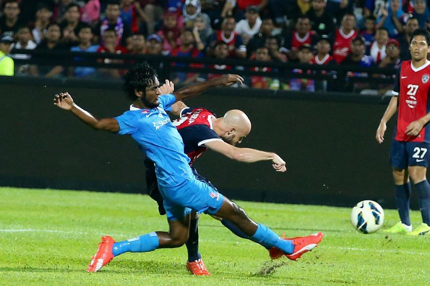 In front of a partisan 20,100 crowd at the Larkin Stadium, the team lost 1-0 to defending champions Johor Darul Takzim (JDT), who had reached the summit after Pahang's loss last Saturday.