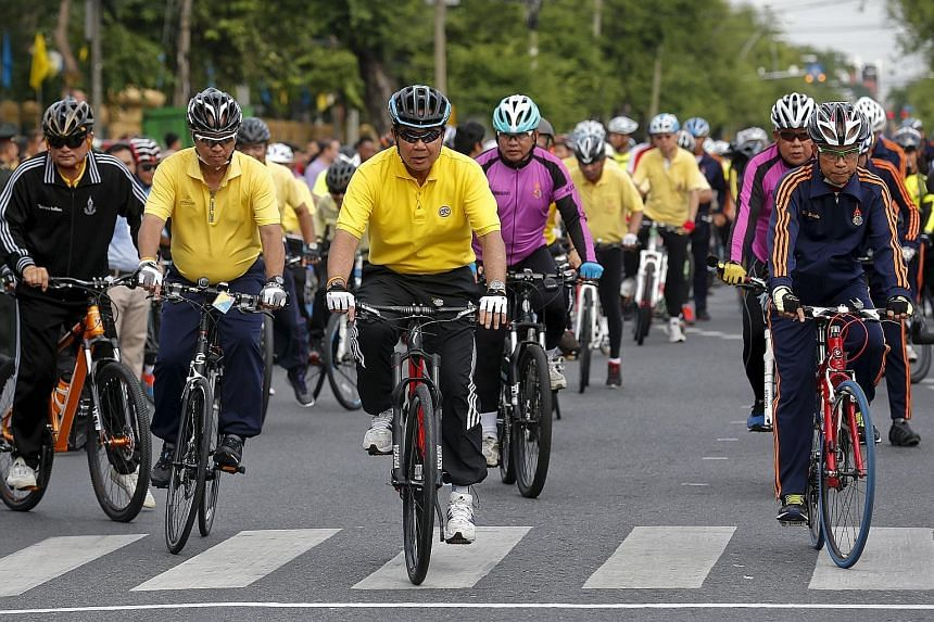 Thai Prime Minister Prayut Chan-o-cha (right, foreground) leading members of the government during a practice run for a coming event. The country is planning to construct some 3,000km of bicycle lanes.