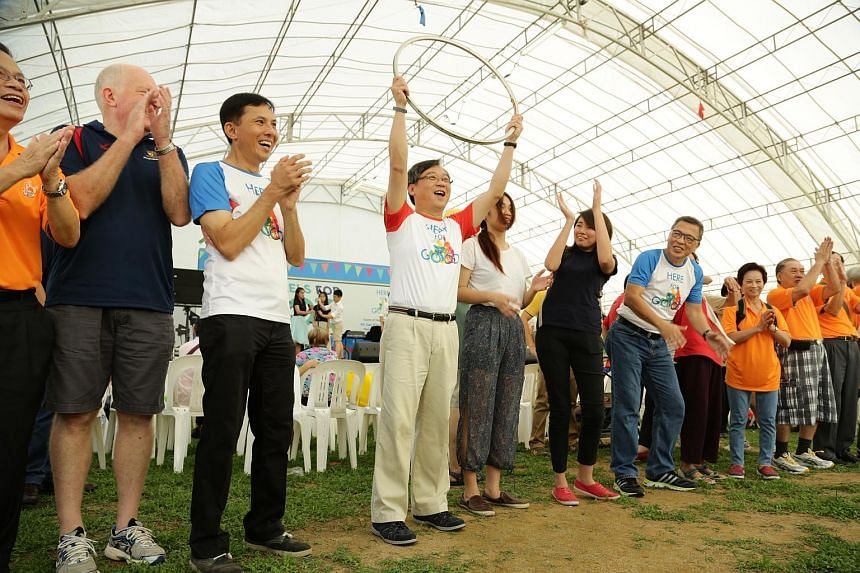 Health Minister Gan Kim Yong (centre) led 200 people to set a new Singapore Book of Record in performing the longest bicycle rim rolling relay.
