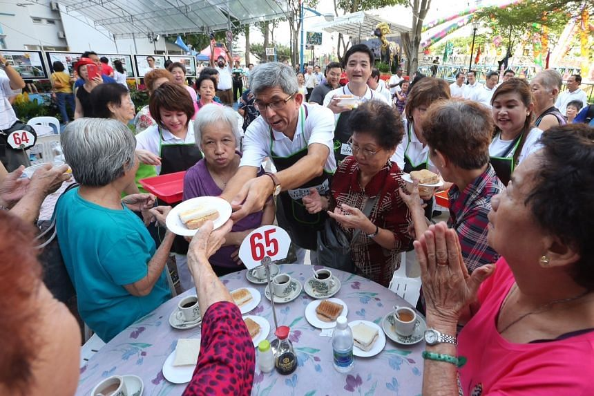Dr Yaacob and his team handing out food to the residents at the Kolam Ayer ABC Waterfront on Aug 16, 2015.