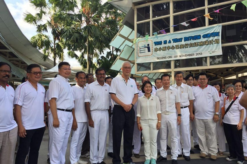 Emeritus Senior Minister Goh Chok Tong (centre) with former PAP chairman Lim Boon Heng and the chairmen of the PAP's branches in Aljunied GRC: Victor Lye, K. Murali, Chua Eng Leong, Chan Hui Yuh and Shamsul Kamar.