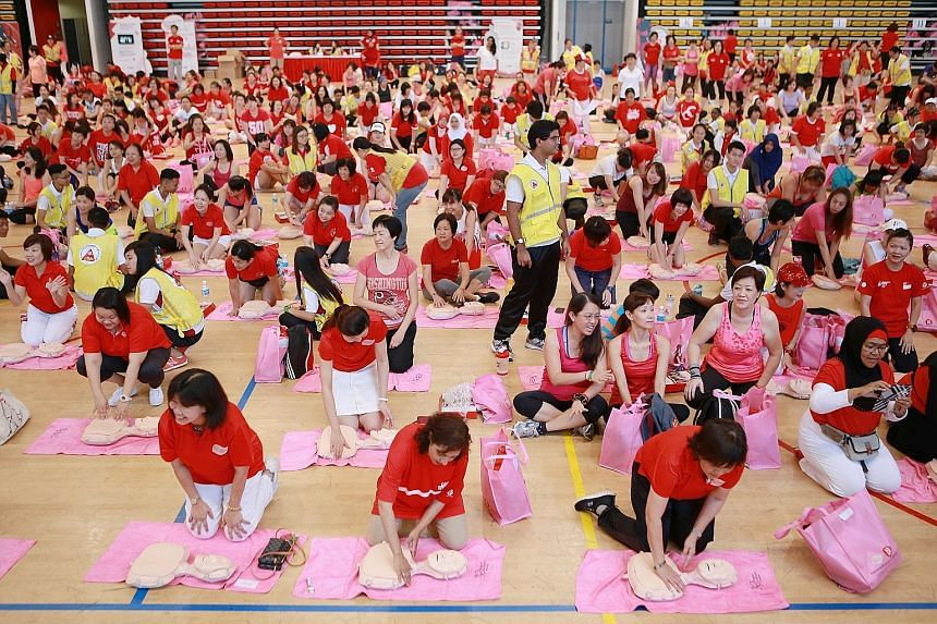 About 800 women learnt how to carry out cardiopulmonary resuscitation (CPR) yesterday morning. After the CPR lesson, they took part in a mass Zumba dance party at ITE College Central in Ang Mo Kio, led by People's Association (PA) trainers. The event