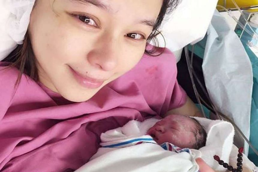 Taiwanese star Vivian Hsu announced on Facebook that she has given birth to her first child, a boy