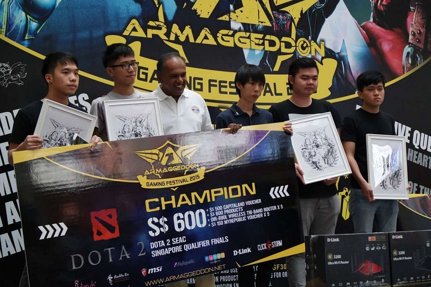 "Dota 2 champions First Departure receiving their prizes from guest of honour K. Shanmugam. From left to right: Joel ""Chibix"" Chan, 21, Galvin, ""Meracle"" Kang, 19, Minister for Foreign Affairs and Law K. Shanmugam, Teo ""Kai"" Kai Sheng, 20, Chan ""Lub"