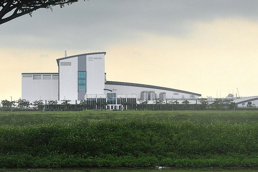 Abbott Laboratories' regional pharmaceutical plant in Tuas South. For Abbott's vascular devices, one major focus for the company would be to develop products that circumvent the need for major surgery. Abbott also produces diagnostic and nutrition pr