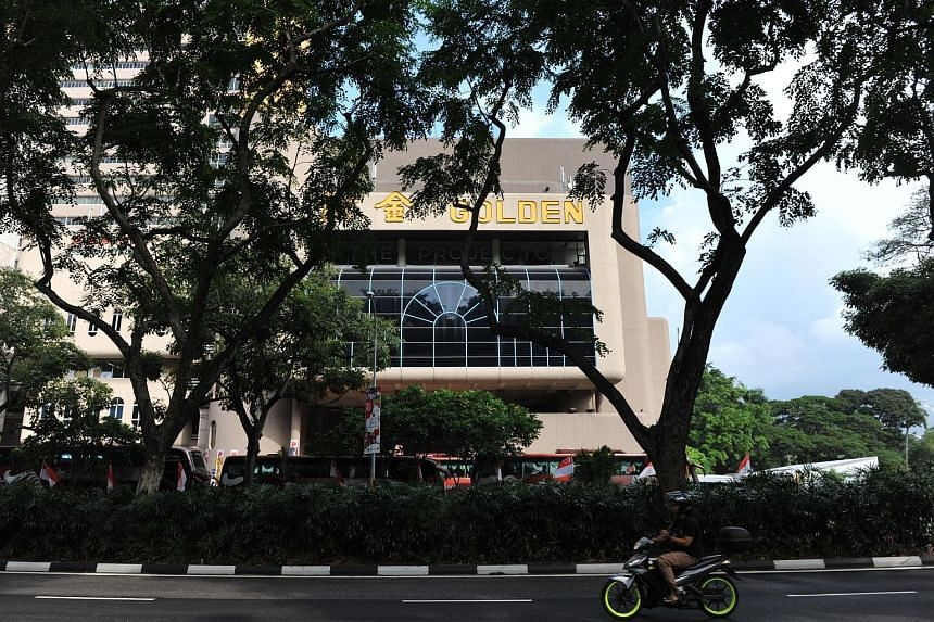 One disadvantage The Projector team struggles with is the cinema's location at Golden Mile Tower. The Golden Bar at The Projector, owned by actor and restaurateur Adam Chen, sells food and drinks that patrons are allowed to take inside the halls. The
