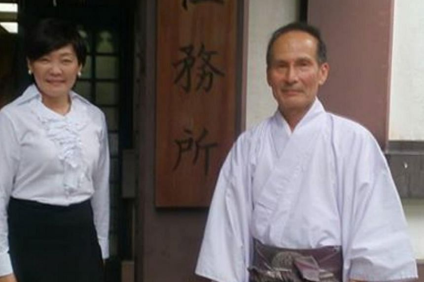 Akie Abe posted a picture of herself standing next to a senior priest on her Facebook page on Tuesday.