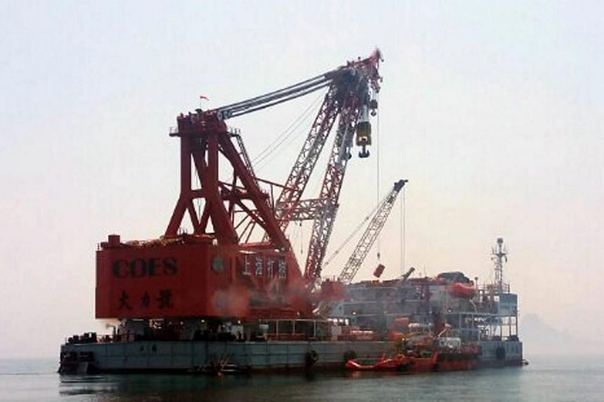 Ships from China-based Shanghai Salvage arrive at the sinking site of the Sewol ferry near Jindo Island, southwestern South Korea on Aug 16, 2015.
