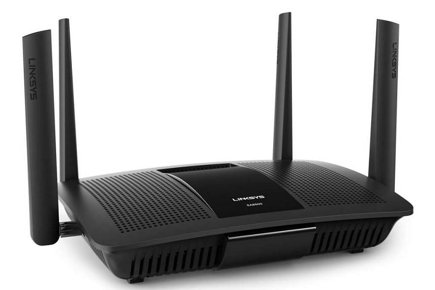 The EA8500 looks like the older Linksys EA8350. Both have four adjustable and detachable antennas.