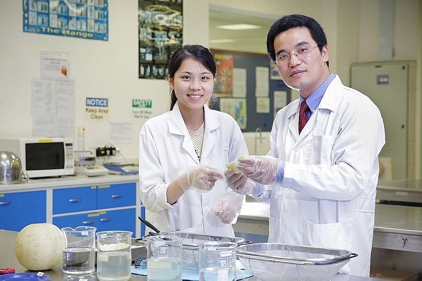 Ms Chong Jia Xin and Assistant Professor Yang Hongshun are part of the National University of Singapore team which developed a mixture to double the shelf life of cut fruit.