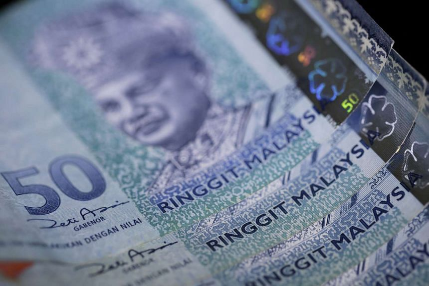 Najib Razak said that he would not peg the ringgit to the US dollar or implement capital controls.