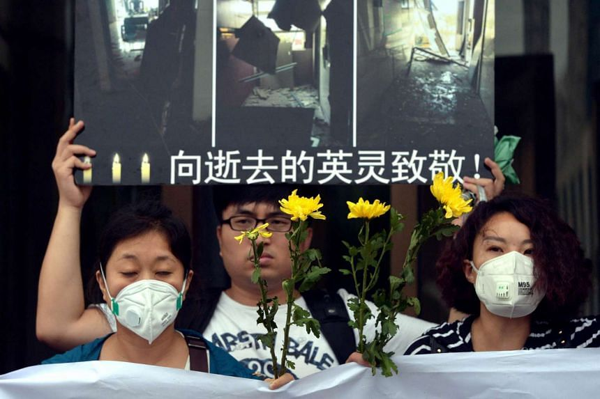 Citizens mourning during a vigil for firefighters and soldiers killed during the explosions in Tianjin on Aug 18, 2015.