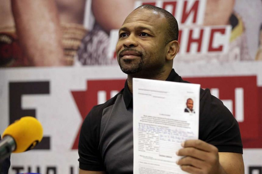 US boxer Roy Jones Jr showing his application for Russian citizenship during a press conference in Yalta, Crimea, on Aug 20, 2015.