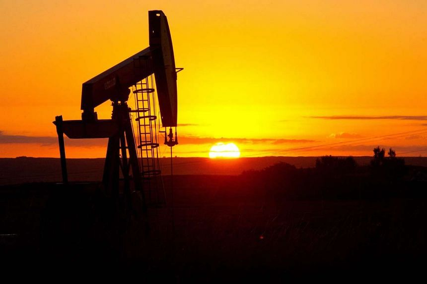 Oil headed for its eighth straight weekly decline, as sliding stock markets worldwide added to worries that lacklustre global economic growth will hurt energy demand in an oversupplied market.