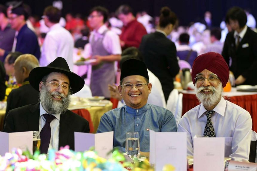 (From left) Chief Rabbi of Singapore Mordechai Abergel, Mufti Mohamed Fatris Bakaram and Inter-Religious Organisation (IRO) president Gurmit Singh, enjoying dinner together at a Harmony Dinner held at the Singapore Expo on April 15, 2015.