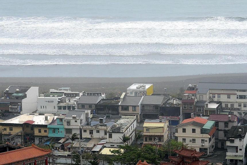 Waves hitting the shoreline near the Wushih harbour in Yilan as Typhoon Goni approached eastern Taiwan yesterday.