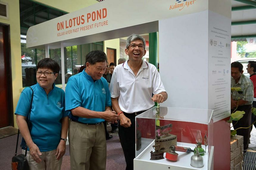 Dr Yaacob (right), together with Kolam Ayer SG50 education chairman Kiang-Koh Lai Lin (left) and Kolam Ayer SG50 committee chairman Leong Sing Wee looking at exhibits at Kolam Ayer Community Club.