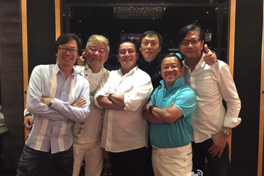 Alan Tam (centre) with friends in a picture posted on the singer's Weibo.