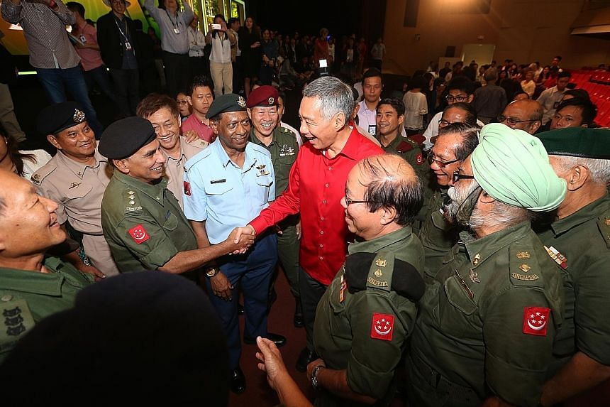 PM Lee meeting pioneer servicemen after his SG50 National Day Rally speech last night.