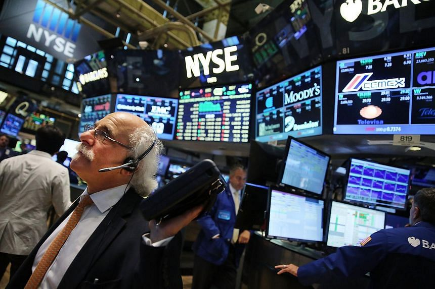 Traders work on the floor of the New York Stock Exchange on Aug 25, 2015 in New York City.