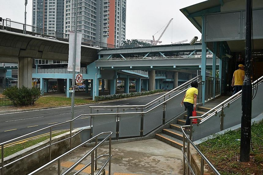 New link bridges at Clementi MRT station, which connect commuters from both sides of the road to the station concourse.