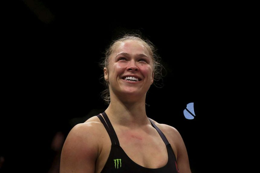 MMA star Ronda Rousey reckons she earns more per second than Floyd Mayweather.