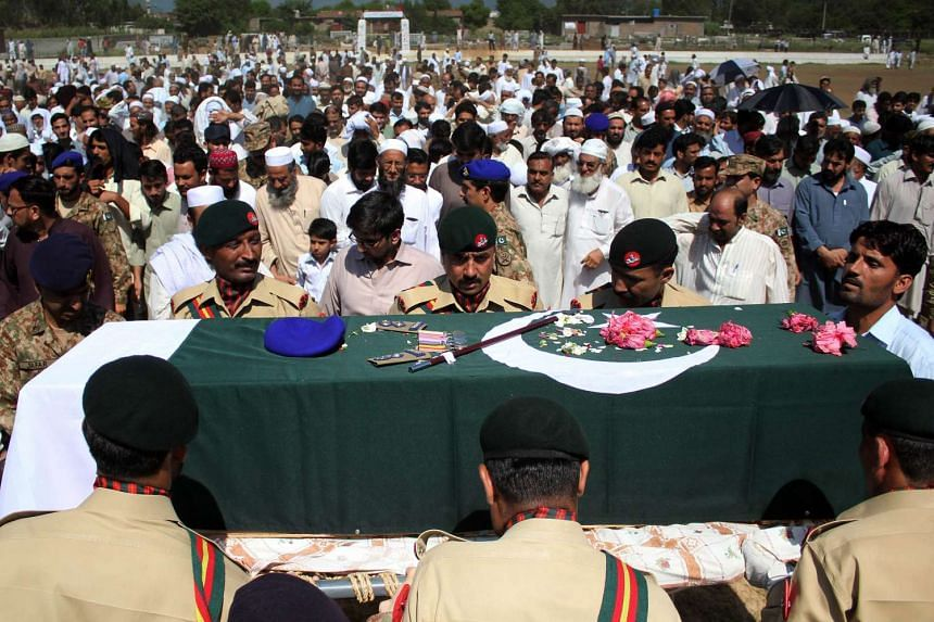 Pakistani soldiers carrying the coffin of Lieutenant Colonel Faisal Malik during his funeral in Havelian in the Abbottabad district on Aug 25, 2015.