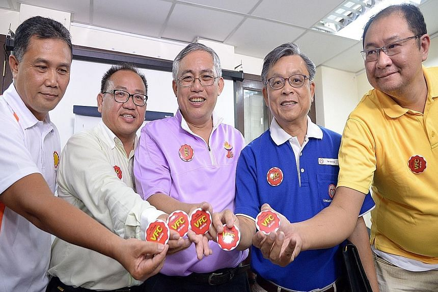 "Holding the 'Vote for Change"" campaign badges are (from left) Democratic Progressive Party chairman Mohamad Hamim Aliyas, Singapore Democratic Alliance chief Desmond Lim, People's Power Party chief Goh Meng Seng, SingFirst chief Tan Jee Say, and Refo"