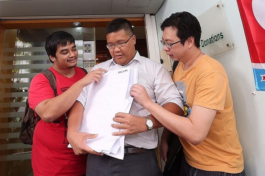 Among the potential independents at the Elections Department yesterday were: former SDP member Jarrod Luo (centre).