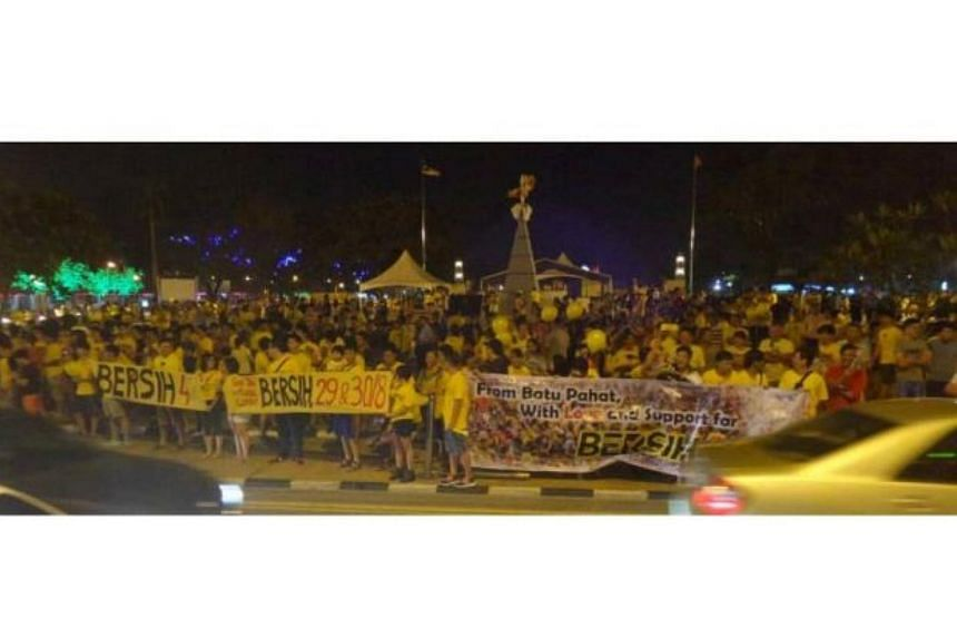 A large crowd wearing yellow T-shirts and holding banners in support of the Bersih movement gathering at Dataran Batu Pahat, Johor, on Aug 26, 2015.