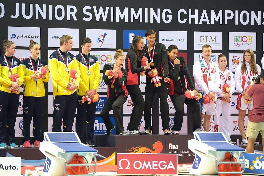 Canada's mixed 4 by 100m freestyle relay team broke the world record at the 5th Fina World Junior Swimming Championships on the way to the gold on Aug 27, 2015.