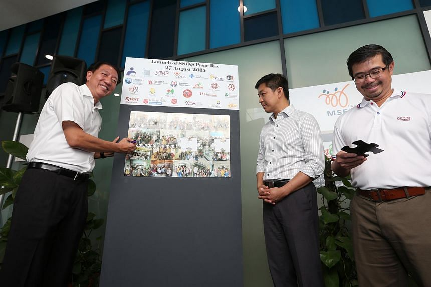 (From left) Deputy Prime Minster Teo Chee Hean, Minister for Social and Family Development Tan Chuan-Jin and Pasir Ris-Punggol GRC MP Zainal Sapari launching the new social services centre in Pasir Ris on Aug 27, 2015.