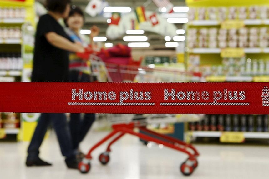 Temasek Holdings will be bidding against sovereign wealth fund GIC, which has partnered Carlyle Group, in the race for South Korea's Homeplus.