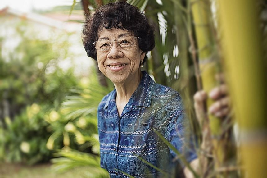 Despite having no background in science, Dr Gloria Lim eventually succeeded in the field and became the first female dean of science at the then University of Singapore.