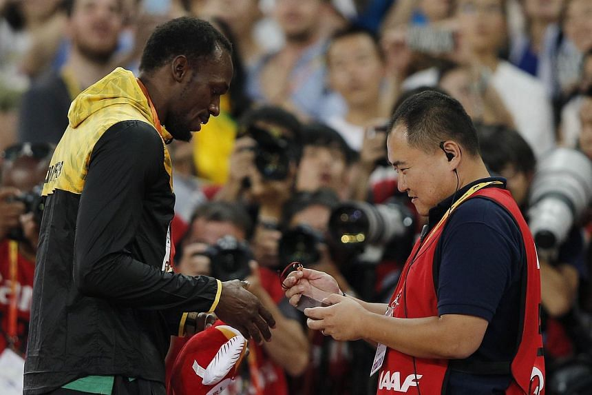 Song presenting a gift to Bolt on Aug 28, 2015.