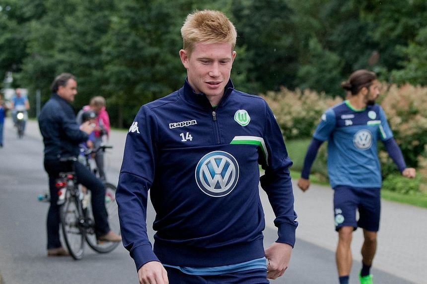 Wolfsburg midfielder Kevin de Bruyne is inching closer to a move to Manchester City, who are prepared to make him their club record signing at £54 million.
