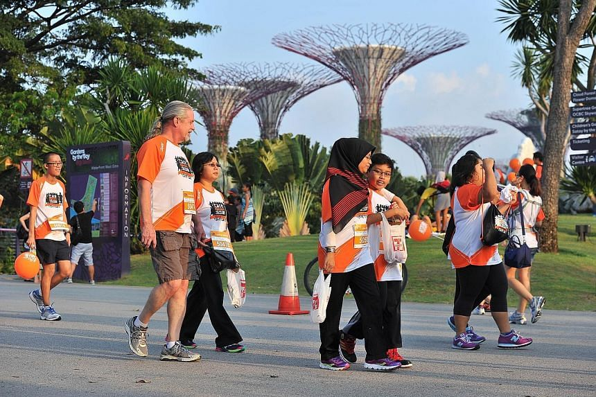 A record 7,000 people made a stand against racism at this year's edition of the Orange Ribbon Run yesterday. Former national sprinter C. Kunalan led the participants in reciting the National Pledge, along with representatives from the South-east Asia
