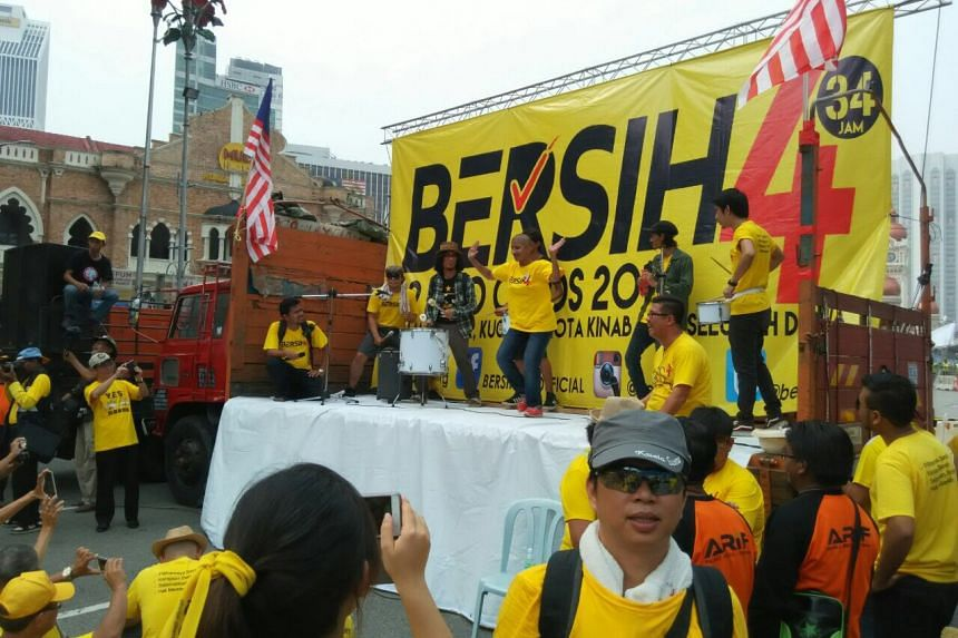 """Many protesters, some of whom had spent the night sleeping on the street, woke up at around 7am and participated in the programmes arranged by Bersih, including """"dancerobics""""."""