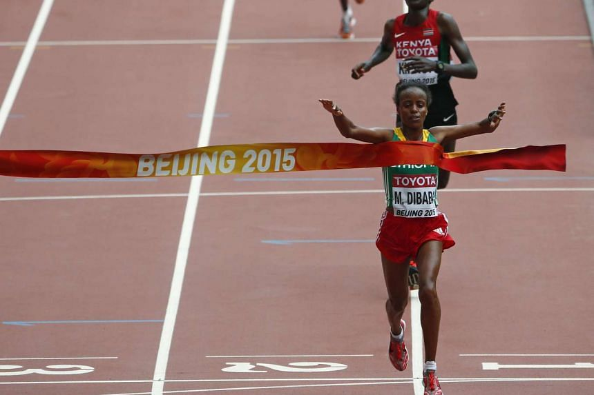 Mare Dibaba of Ethiopia edges out her Kenyan rival Helah Kiprop by just one second in a sprint duel in the last 50m to win gold in the marathon.