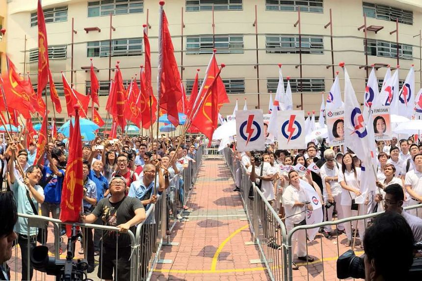 WP and PAP supporters at Fengshan nomination centre on Sept 1, 2015.