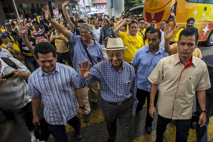 Former Malaysian Prime Minister Mahathir Mohamad (centre) waving at the Berish rally in Kuala Lumpur on Aug 30, 2015.