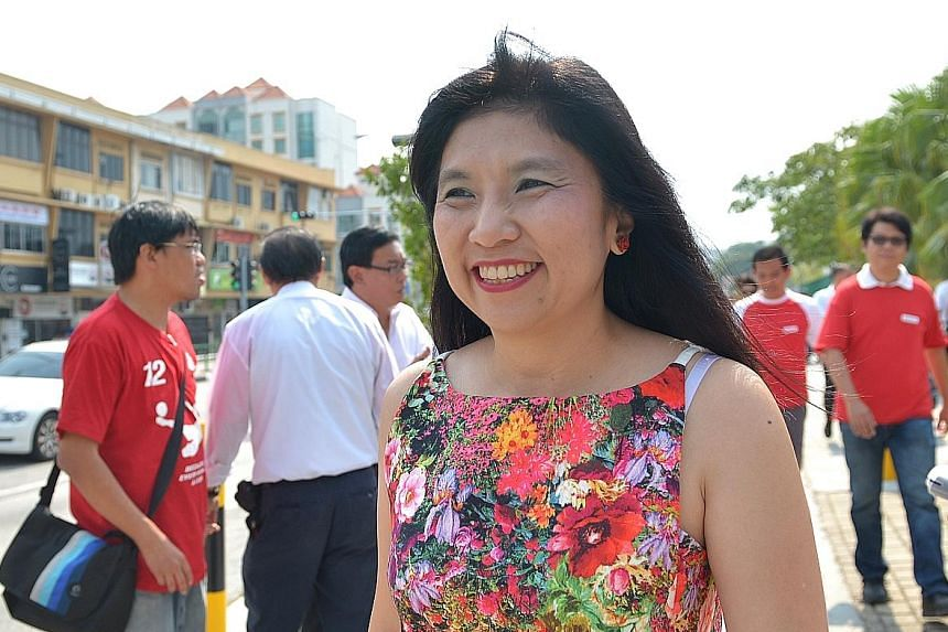 Mrs Jeannette Chong-Aruldoss of the SPP, who had contested in the ward under the NSP banner previously, took 41.4 per cent of the votes at GE2011 to PAP candidate Lim Biow Chuan's 58.6 per cent.