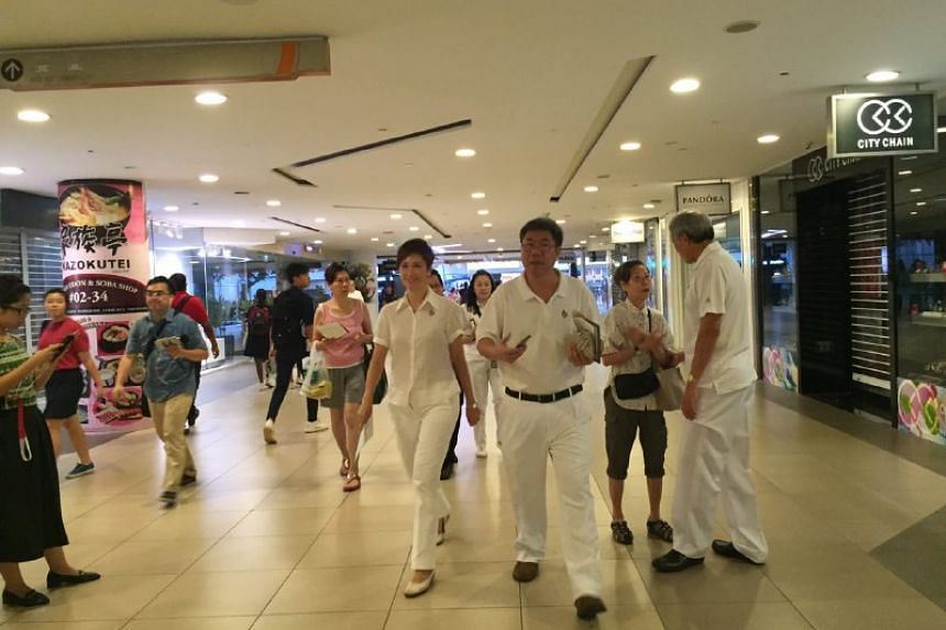 Early commuters greeted by PAP candidates in Bishan-Toa Payoh GRC at Bishan MRT and Junction 8.