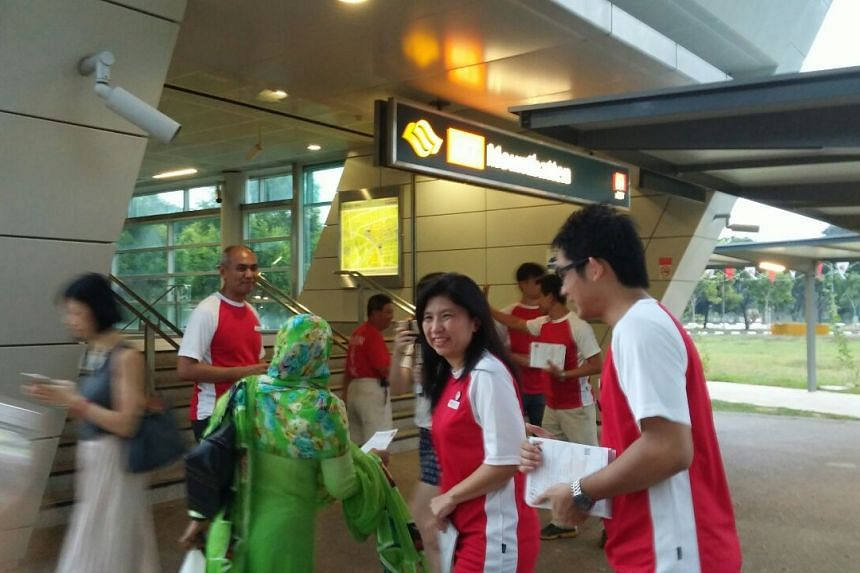 Mrs Jeannette Chong-Aruldoss of SPP and her team handed out flyers from 6.45am at Mountbatten MRT.