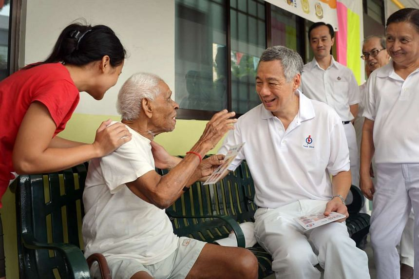 PM Lee chatting with resident Gopalan Nair (centre), 94, at AMK central.