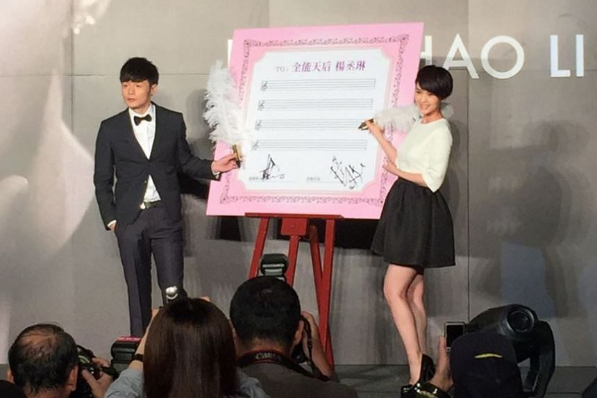 Taiwanese actress Rainie Yang (right) has shot down reports that she secretly married Chinese singer Li Ronghao (left).
