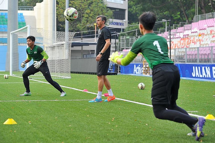 Guy Martens (centre) has already gone straight into work, as he oversaw the goalkeeper training for the Singapore U-15 team ahead of their tie against North Korea.