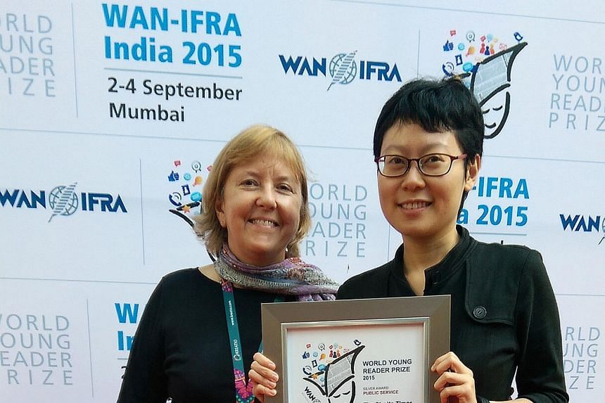 Journalist Ang Yiying from The Straits Times holding the World Young Reader Prize for public service (silver). With her is Dr Aralynn McMane, Wan-Ifra's executive director of youth engagement and news literacy.
