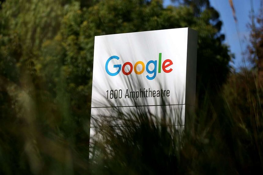 Google is talking with Chinese authorities and smartphone makers about opening an online shop in China stocked with applications for Android-powered mobile devices.