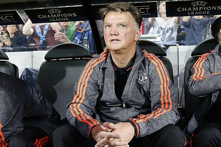 Man United manager Louis van Gaal is criticised by Queiroz for buying too many unsuitable players and not developing young talents.